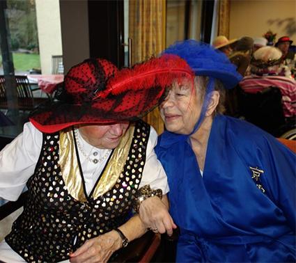 Gesellige Runde: Beim orientalischen Karneval im Brigittenstift hatten die Teilnehmer viel Spaß.