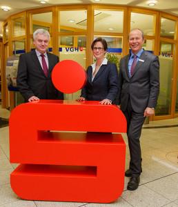 Vorstandstrio: Von links Uwe Borsum, Britta A. Sander und Vorsitzender Reinhard Meyer. foto:kasse