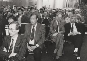 Geburtstagsgeschenk: Vorstellung des Wirtschaftsgutachtens 1991. foto:kasse