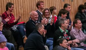 Zuschauerboom: In den Vorrunden waren die Sporthallen der Region (hier die KGS in Barsinghausen) immer wieder gut besucht. Nicht selten drückt die ganze Verwandtschaft ihrem Nachwuchs die Daumen. Foto: Bratke