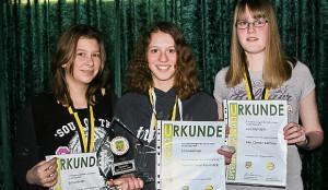 Die Top 3 des Vorjahres: Bei den Mädchen setzte sich Valerie Lena Kamberg (Mitte) vor den beiden punktgleichen Zweitplatzierten Ann-Kathrin Franke (links) und Kim Christin Bertram (rechts)