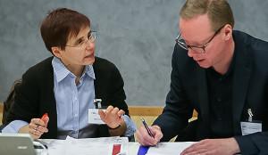 Forum 3: Protokollantin Hilke Heuser und Moderator Manfred Finger aus Barsinghausen.