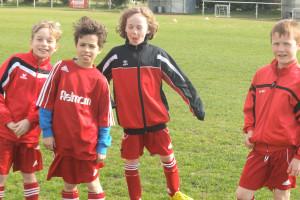 Foto-2-Fußballjungs-von-links