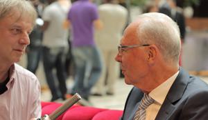 Im Gespräch: Franz Beckenbauer mit Filmproduzent Frank Steffan (links).