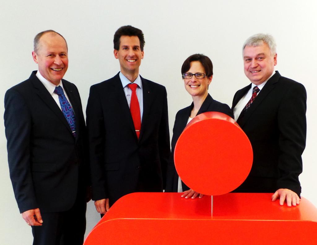 Vorstand komplett: Von links Vorstandsvorsitzender Reinhard Meyer, Vorstandsvertreter Tobias Reisse, Vorstandsmitglied Britta A. Sander und Vorstandsvertreter Uwe Borsum.