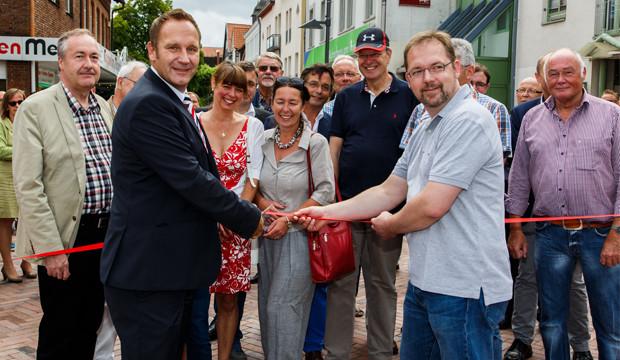 """Die Bagger sind abgezogen: Barsinghäuser nehmen ihre """"neue"""" Fußgängerzone in Besitz"""