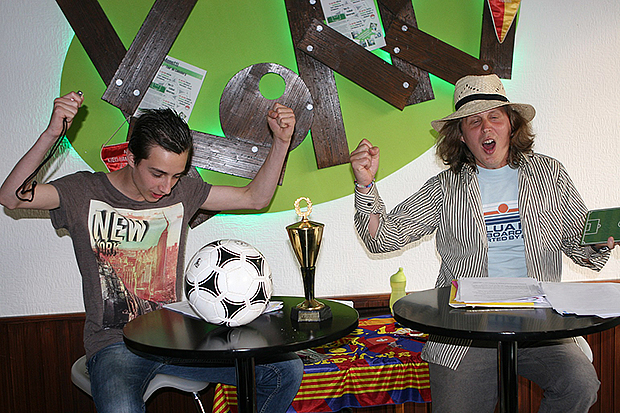 Roman Wallat alias Menotti (rechts) und sein Partner Erik Neumann alias Pedro Pretticol beindrucken bei ihrer Lesung in Barsinghausen.
