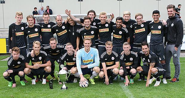 Herren-Stadtmeister 2015: Der 1. FC Germania Egestorf/Langreder. Fotos: Bratke
