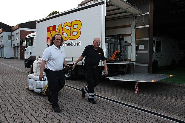 Auf gehts's: Der ASB im Einsatz für die Flüchtlingshilfe.