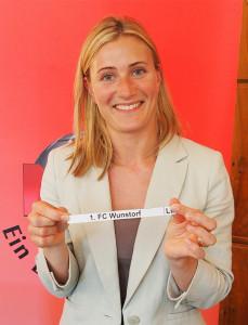 KSG-Sprecherin Aline Ilsen zog für die nach ihrem Unternehmen benannte Gruppe das Los 1. FC Wunstorf. Fotos: NFV