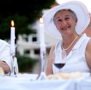 Gut behütet: Perfektes Outfit für das Diner en Blanc