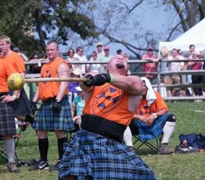 Volle Kanne: Bei den Highlandgames geht es um Koordination, Schnellkraft und ganz viel Power.