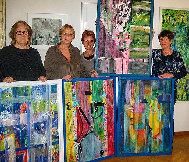 Freuen sich auf die Ausstellungsgäste: Teilnehmerinnen aus dem Kurs von Kristina Henze.