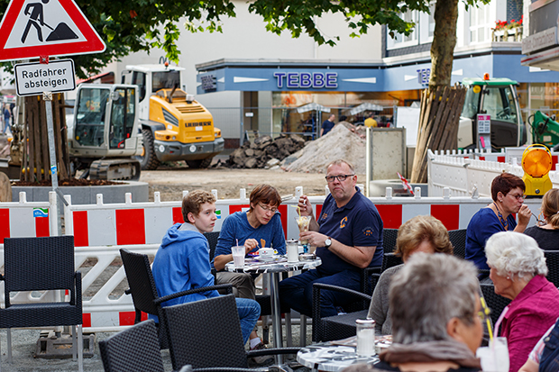 Den Herbstmarkt feiern ohne Hindernisse: Letztes Jahr auf der Baustelle, in diesem Jahr ganz ohne Barrieren.