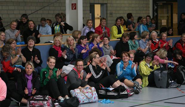 Überall fröhliche Gesichter – der Frauensporttag macht Laune