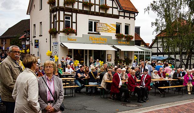 Eine runde Sache: Das 200-jährige Firmenjubiläum der Bäckerei Hünerberg war ein beliebtes Entdeckerziel in Barsinghausen. foto:kasse