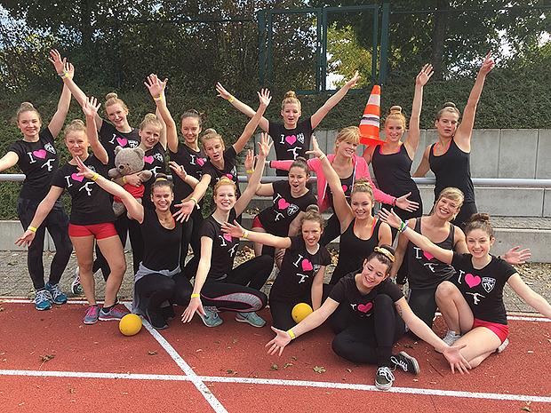 Pure Freude: Die Teilnehmerinnen an den Deutschen TGW-Meisterschaften mit ihren Trainerinnen Andrea Danner und Saskia Rehn. Fotos: privat