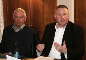 Im Gespräch: Karl Rothmund und Stadtrat Dr. Georg Robra.