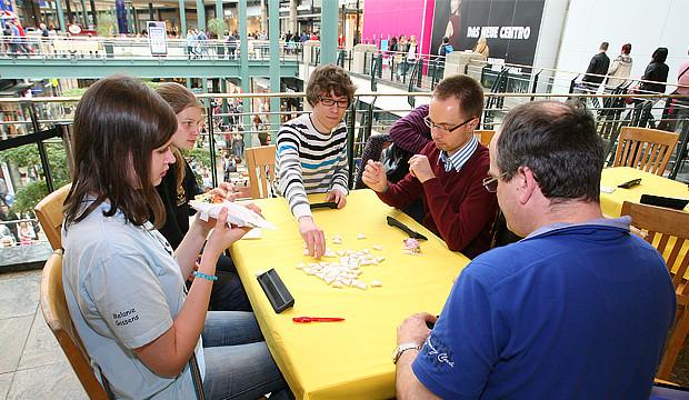 Triominos-Tour macht Halt im Spielzeugmarkt Top-In