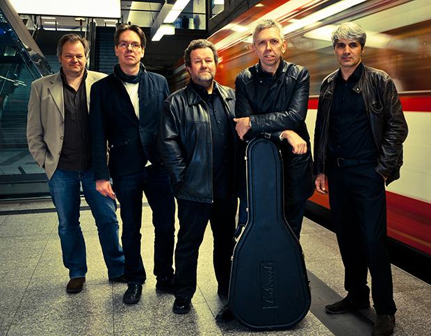 Kommen wieder: Die Jungs der Central Park Band spielen diesmal vor Wind und Wetter geschützt im Muuh!-Theater.