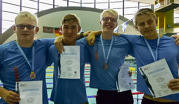 Rekorde geknackt: Yannick Hagedorn, Ole Hänsel, Jan Schalla und Paul Knuth (es fehlt Lukas Fischer) erreichten als Staffel für die SGS Barsinghausen eine Bronzemedaille und ließen dabei zwei Stadtrekorde purzeln. (Foto: privat)