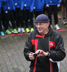 Ruft zur Teilnahme auf: Cheforganisator Siegfried Lehmann hat alles im Griff – notfalls auch die Stoppuhr und Kamera.