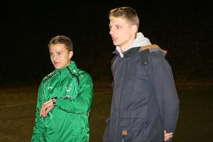 Die Uhr tickt: Für Jungprofi Niklas Teichgräber (hier mit seinem ehemaligen Schulkameraden Dennis Wischhusen) gab es zuletzt keine Einsatzzeiten bei Hannover 96 II.