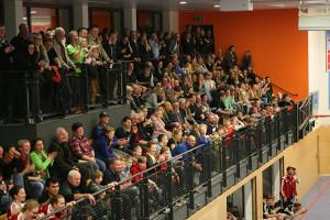 Pickepackevoll: Die rund 300 Zuschauer auf der Tribüne der Glück-Auf-Halle waren begeistert.