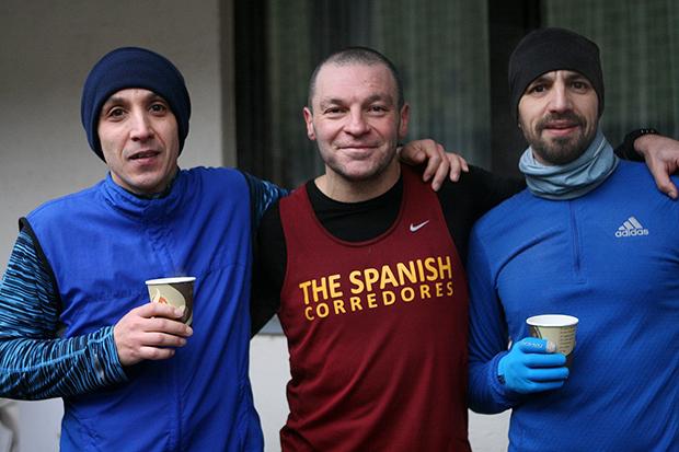 "International eins: Das Trio ""The Spanish Corredores""."