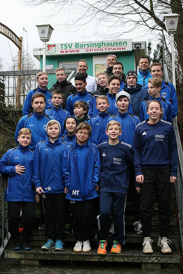 Größte Gruppe: Die Fußballer von Basche United.
