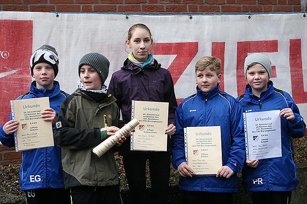 Sieger Bambini-Strecke: Enrico Grüne, Erik Stalkpopf, Diana Stalkopf, Timon Kott und Paul Rogner (von links).