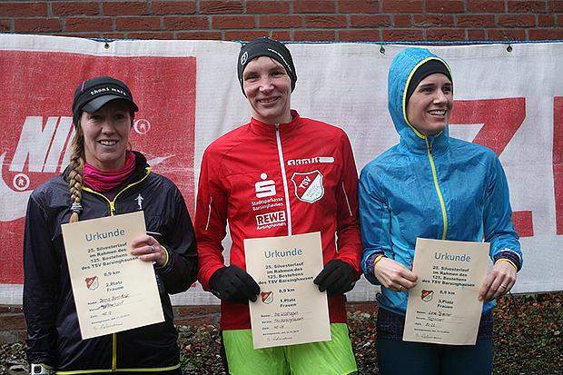 Sieger der Frauen: Ina Wildhagen (Mitte) siegte vor Janna Bernstein (links) und Lena Tessmer.