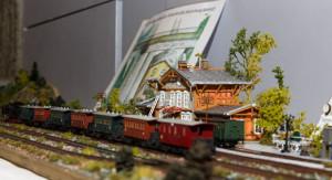 Nachgebaut: Der Egestorfer Bahnhof stammt aus der Hobbywerkstatt von Klaus Hildebrandt. foto:kasse