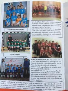 Stadionzeitung: Ein Ausschnitt zeigte alle Teams der Endrunde.