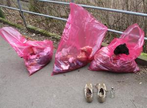 Kurios: Sogar ein komplettes Paar Schuhe wurde herrenlos aufgefunden.