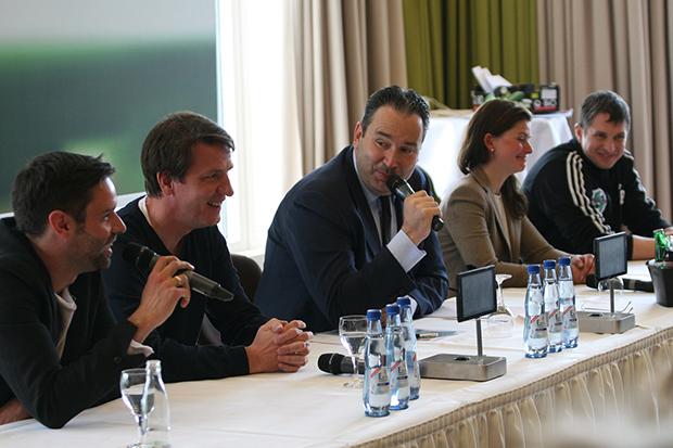 Launige Gespräche: Bei der Auftakt-Pressekonferenz ging's auf dem Podium betont locker zu von links: 96-Pressesprecher Christian Bönig, Daniel Stendel, Gregor Baum, Melanie Sauer und Jens Bürkle.