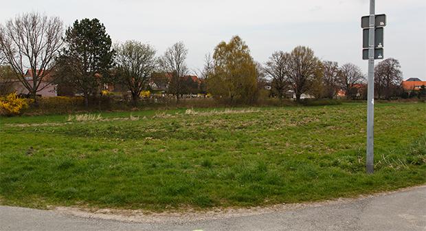 Rottkampweg: Auf dieser an den Egestorfer Friedhof angrenzenden Fläche will die Region Hannover ein weiteres Flüchtlingsheim errichten. foto:kasse