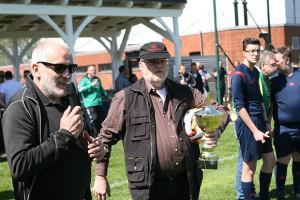 Die Offiziellen: Als Vertreter des NFV-Kreises Hannover-Land moderierte Berthold Kuban (Kirchdorf) die Pokalübergabe in Frielingen.