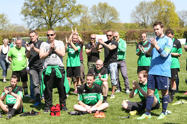 Die Verlierer: Applaus gab es für Basche Old Boys vom Gegner SF Anderten.