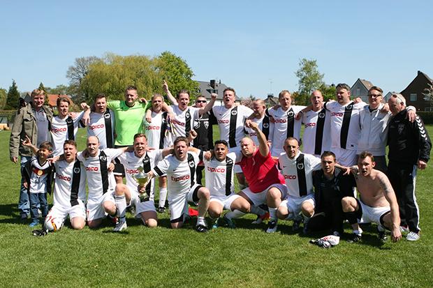 Kreispokalsieger 2016: Das Ü32-Team der SG Barsinghausen/Kirchdorf/Hohenbostel. Fotos: Bratke