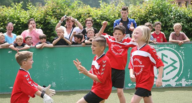 Torjubel: Jeder Treffer wurde gefeiert – auch dann, wenn das eigene Team zuvor schon ein halbes Dutzend Tore kassiert hatte. Foto: Bratke
