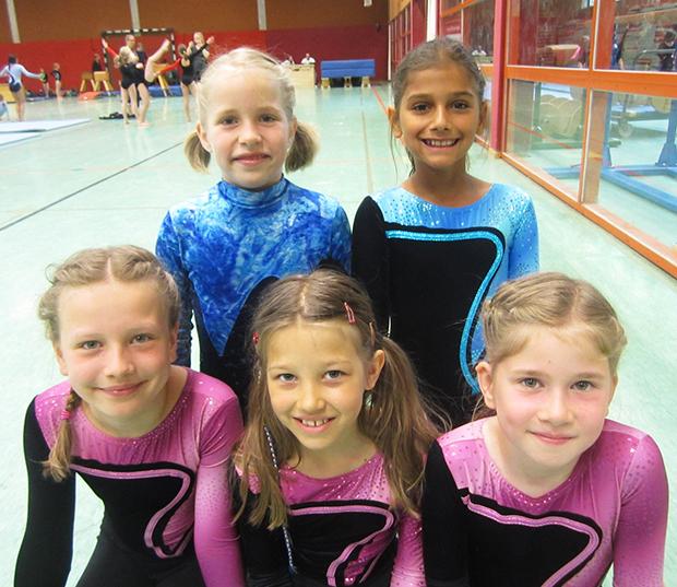 Solides Ergebnis: Ebenfalls auf Rang 2 kamen Marlene Berndt, Emma Gasterich, Finja Zimmermann, Shayene Redeker und Lilly Nikolai (von links).