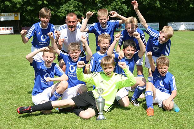 E-Junioren: Der Titel ging an die Jungs von Basche United I um Trainer Mirko Grothe.