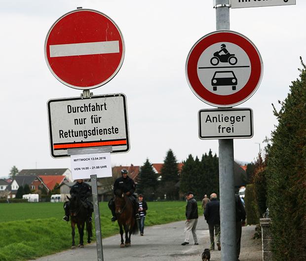 Einbahnstraße: Das Polizeikommissariat Barsinghausen meldet für den 7. Juni abermals eine veränderte Verkehrsregelung am Steinradweg.   Fotos: Bratke