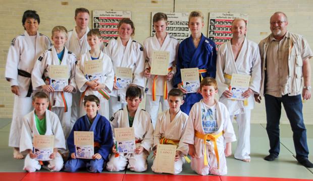 Neue Gürtel für Judoka des TSV B