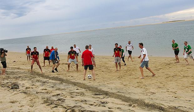 Länderspiel am Strand, ein UEFA-Interview und Gruppensieg