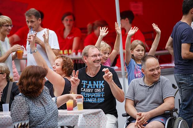 Gute Laune pur: Die Barsinghäuser feierten ausgelassen den 150. Geburtstag der SSK. foto:Kasse