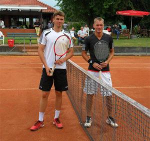 Herren am Netz: Die Finalisten Peter-Robert Hodel (links)vom TuS Sennelager und Torben Otto von der TG Hannover.