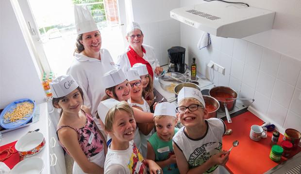 Ferienpassaktion: Kinder kochen selbsgemachte Nudeln