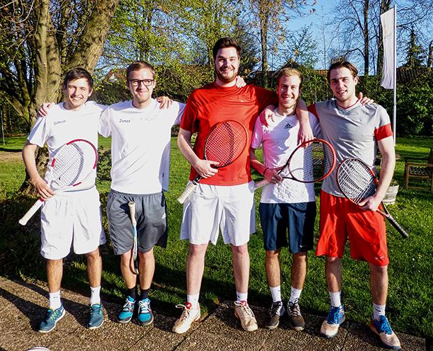 Erneuter Aufstieg: Gehrdens Tennis-Asse Simon Lichte, Jonas Memenga, Lorenz Eller, Peter Kleinhans und Ben Knop (von links). Foto: privat